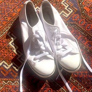 White leather low top connies 7